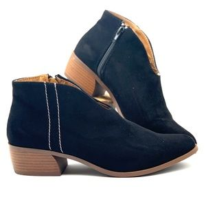QUPID faux suede booties